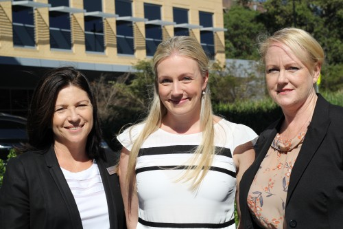 https://webresources.mq.edu.au/newsroom/wp-content/uploads/2014/03/Sue-Dawson-Deputy-Director-of-Clinical-Services-Christen-Stubbs-Quality-Manager-and-Carmel-Kennedy-Director-of-Clinical-Services.jpg