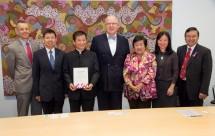 Donation presentation by Mr Albert Li to the Vice Chancellor.
