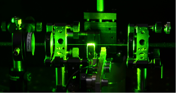 Newsroom Brilliant lasers: diamond provides new approach to ultra ...